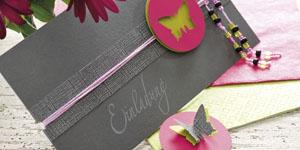 Ideen für Geburtstage: Butterfly | Einladung in Granit, Anthrazit, Pink und Grün mit ausgestanztem Schmetterling und Perlen