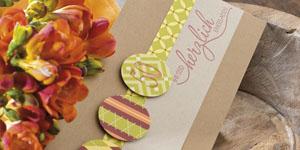 Ideen für Geburtstage: Charmant und herzlich - eine Variante | Einladung in Craft, Weinrot und Olivgrün mit elegantem BUTTERER STEMPEL Schriftzug