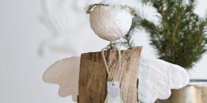 Ideen für Kaminholzengel: Franz | Engel mit Stern und Heiligenschein aus feinem Draht, Kopf und Flügel mit Gipsbinden gestaltet