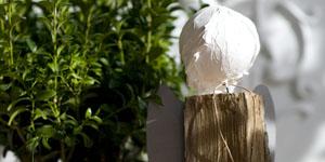 Ideen für Kaminholzengel: Rosalie | Engel mit Stern und Metallflügeln, Kopf mit Strukturpaste gestaltet