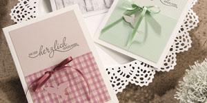 Ideen für Kommunion und Konfirmation: Ihr seid herzlich eingeladen | Einladung in Kreidefarben mit ausgestanzter Taube und BUTTERER STEMPEL