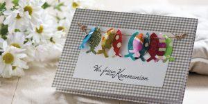 Ideen für Kommunion und Konfirmation: Wir feiern ... | Einladung in Taupe mit christlichen, aus bunten Batikpapieren ausgestanzten Fischen