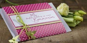 Ideen für die Kommunion: Friede sei mit Euch | Einladung in Pink und Rosa mit frischem Grün und dem Motiv Taube