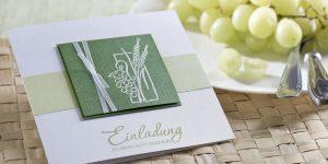 Ideen für Kommunion und Konfirmation: Trauben und Ähren | Einladungskarte in Weiß und Grün