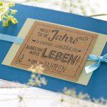 Ideen für Geburtstage: Nicht die Jahre zählen ...   Glückwunsch Karte in Petrol, zartem Grün und Natur mit ausdrucksstarkem Textstempel