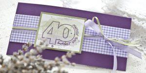 Ideen für besondere Geburtstage: Vierzig! | Einladungskarte in Lavendel und Oliv mit Karo, Aquarellfarben und Stempel