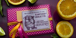 Ideen für besondere Geburtstage: Katzenjammer? Wir doch nicht! | Einladung in Pink und Orange mit coolem, gestempeltem Design