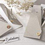 Ideen für besondere Geburtstage: Vom Herrenausstatter   Einladung in Form eines Sakkos mit Hemd und Krawatte mit ausgefallenen Mustern und Accessoires