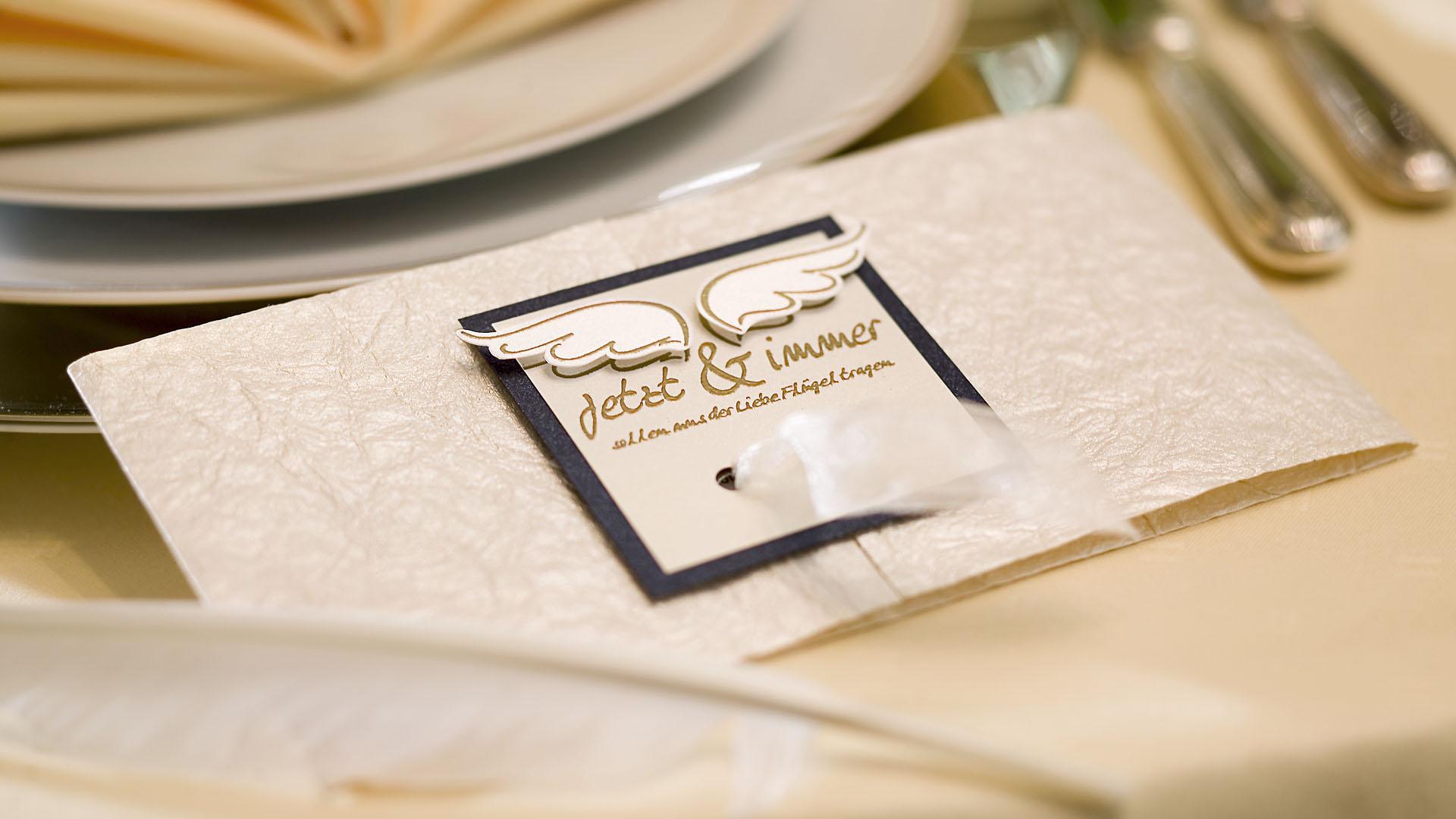 Ideen für Hochzeiten: Liebe federleicht | Einladung