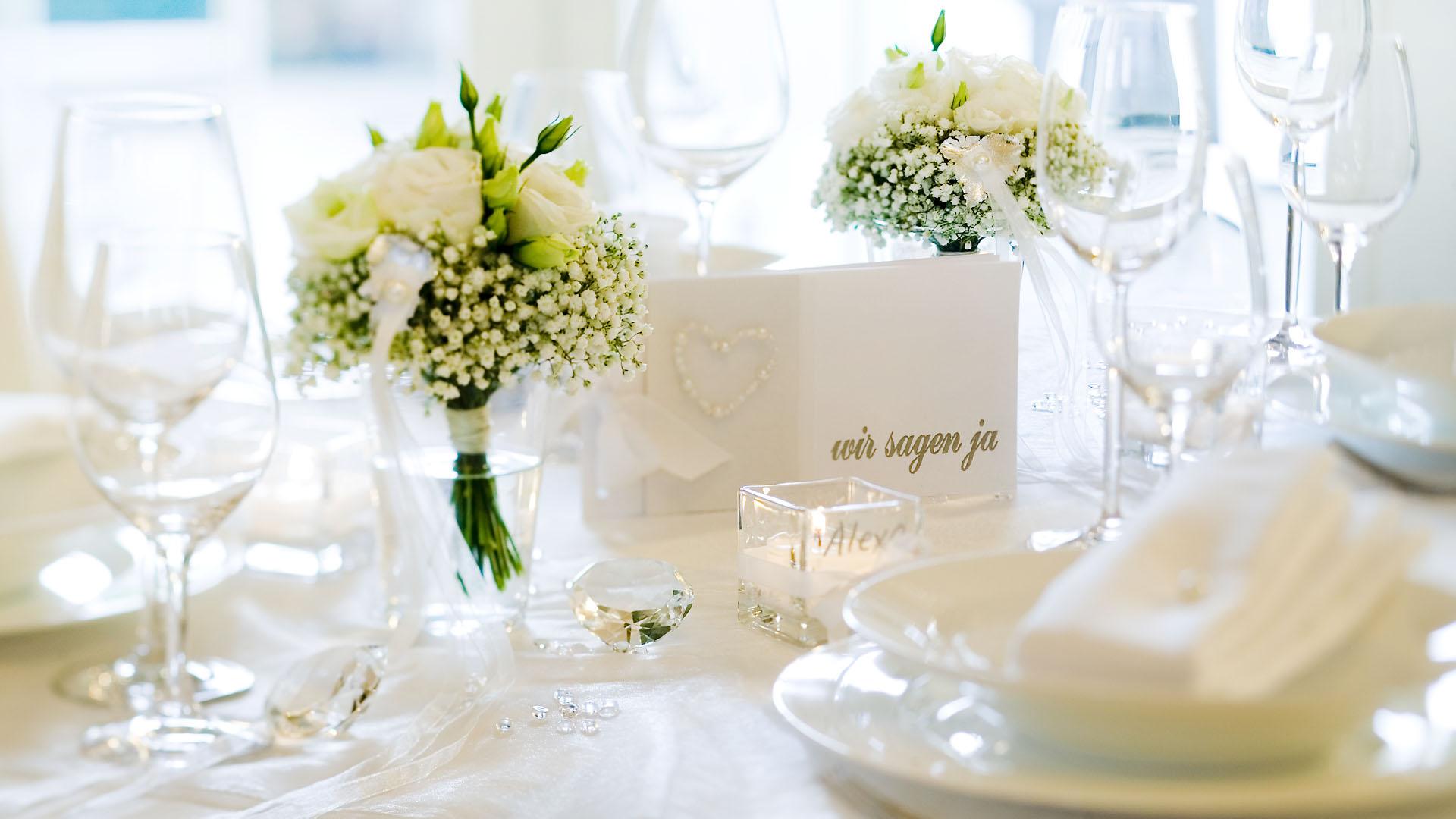 Ideen für Hochzeiten: Ein Traum in Weiß | Einladung