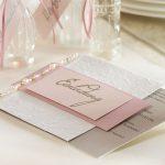 Ideen für Geburtstage: Lebensfreude   Einladungskarte in Altrosa, zartem Rosa, Offwhite und Taupe mit dekorativem Perlenschmuck