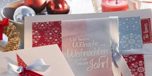 Ideen für die Weihnachtspost: Stille Weihnachtsboten | Weihnachtskarten in Weiß, Rot und hellem Blau mit Schneeflocken, Strohsternen und einem skandinavischen Mustermix