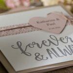 Ideen für Hochzeiten: Forever and always | Einladung und Glückwunschkarte in Taupe, Offwhite und Ashrose mit personalisiertem Herz und handgelettertem Schriftzug