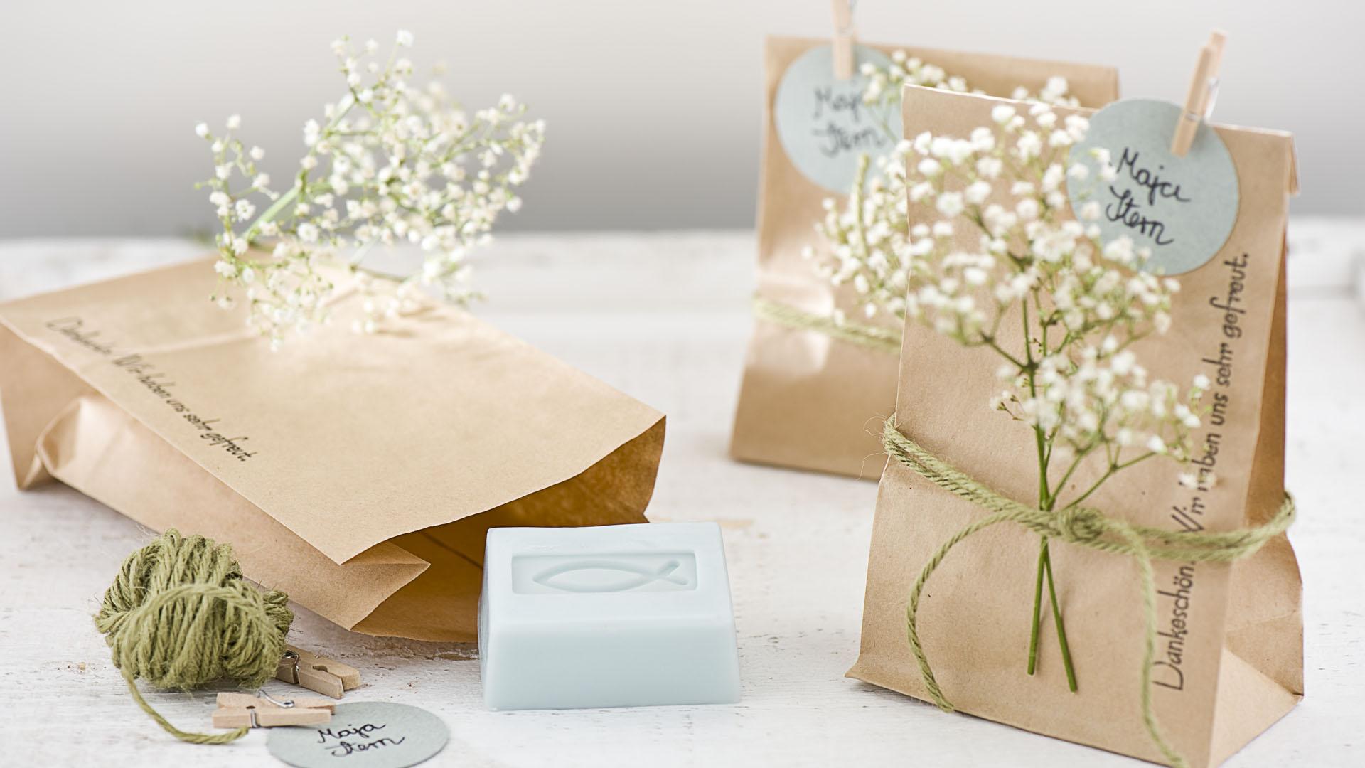 Ideen für Kommunion und Konfirmation: Danke in Tüten | Seifenstücke natürlich verpackt