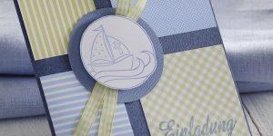 Ideen für Kommunion und Konfirmation: Mein Schiff | Quadratische Einladung in Jeans, Pastellblau, Pastellgrün und Weiß mit gestempeltem Schiff