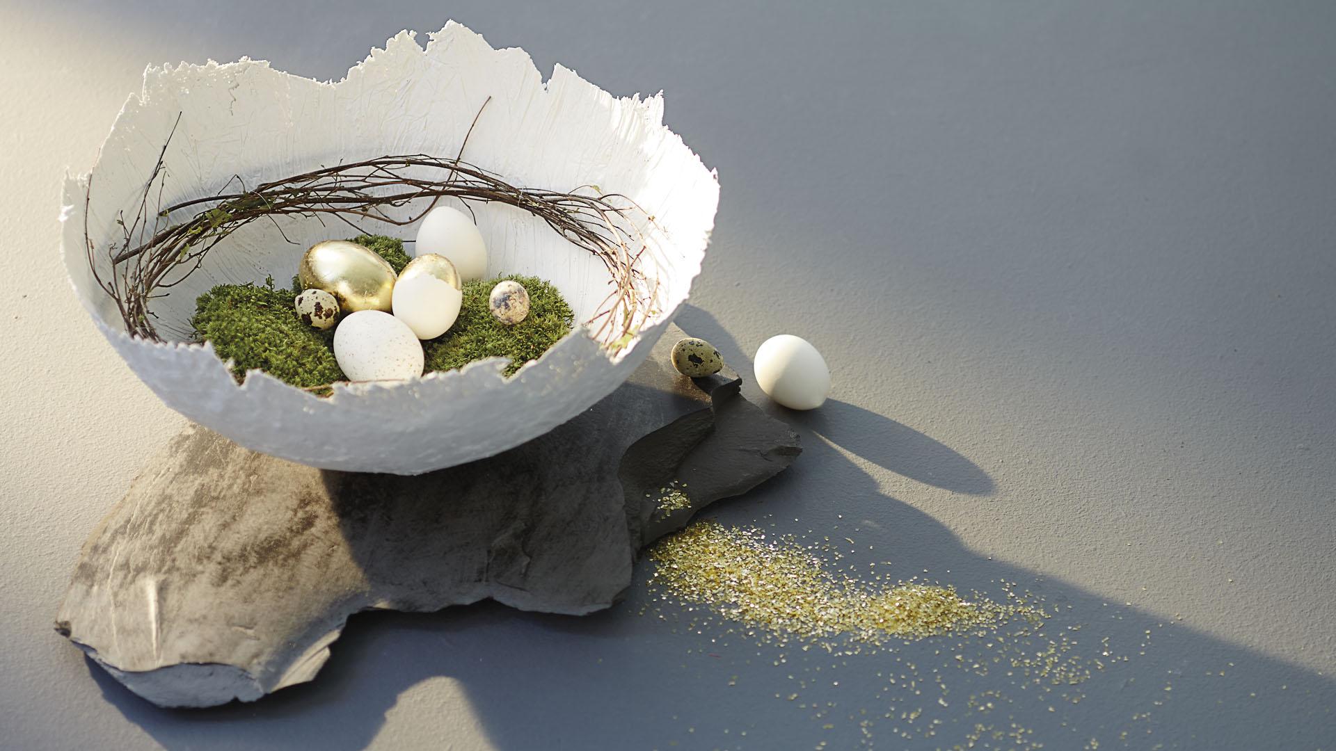 Ideen für den Frühling: Goldene Zeiten | Puristisch inszeniertes Osternest aus Gipsbinden