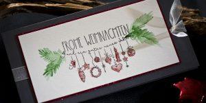 Ideen für die Weihnachtpost: Frohe Weihnachten | Weihnachtskarte in Anthrazit, Rot und Grün mit detailreichem Motiv und aquarellierten Akzenten