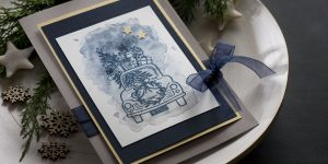 Ideen für die Weihnachtspost: It's beginning to look a lot like christmas ... | winterlicher Weihnachtszauber in festlichem Gold, Nachtblau und Grau mit einem gestempelten Motiv auf aquarelliertem Hintergrund