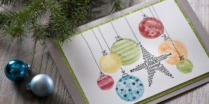 Ideen für die Weihnachtspost: Ein Stern zum Weihnachtsfest | fröhliches Farbspiel mit aquarellierten Weihnachtskugeln und einem gestempelten Stern