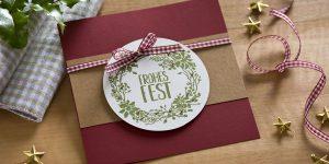Ideen für die Weihnachtspost: Frohes Fest | handgemachte Karte in traditionellen, natürlichen Weihnachtsfarben mit einem gestempelten Motiv